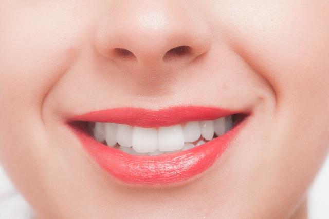 唇の乾燥対策。正しいリップケアでぷりぷりの唇を!
