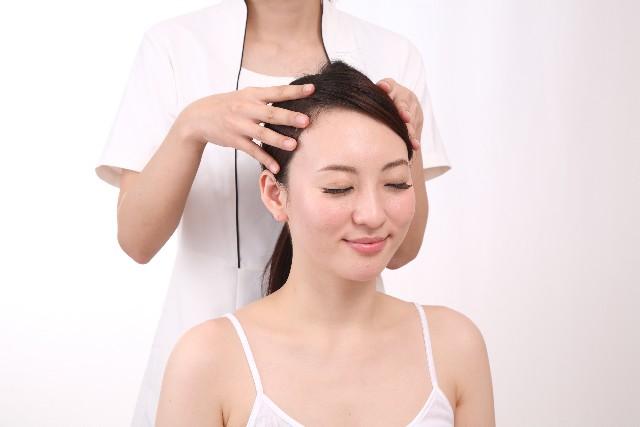 自宅でできる頭皮ケア方法!頭皮をケアしてツヤ髪とほうれい線を消す!
