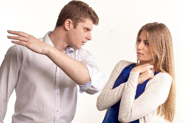 夫のDVが悪化。暴力が増長する5つの過程と悪化させないための対処法